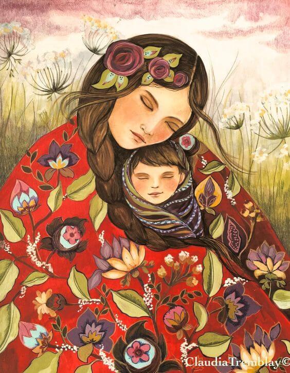 Une maman profite de la maternité et enlace son bébé dans une couverture