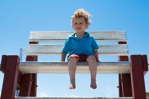 Les avantages de marcher pieds nus pour les enfants