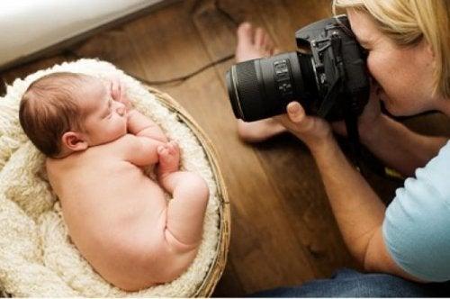 Un bébé peut-il devenir aveugle avec le flash des photos ?