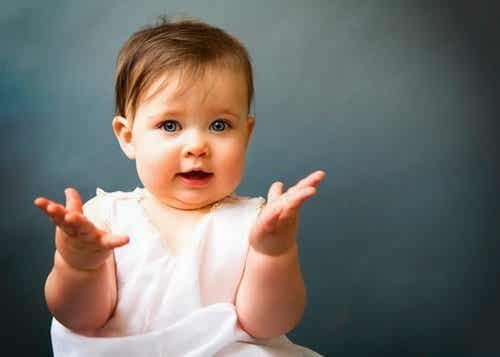 Comprendre le langage corporel de son bébé