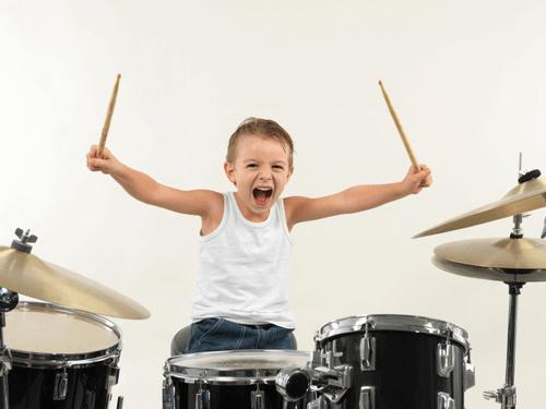 Les 10 avantages de la batterie pour les enfants