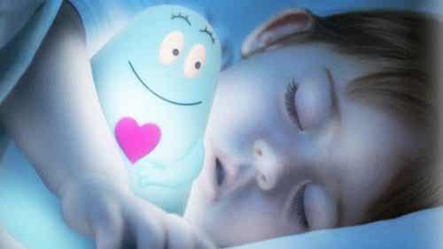 Pourquoi est-ce que dormir dans le noir est bon pour les enfants ?