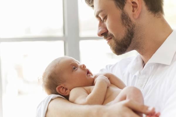 Que révèlent les études sur l'instinct paternel ?