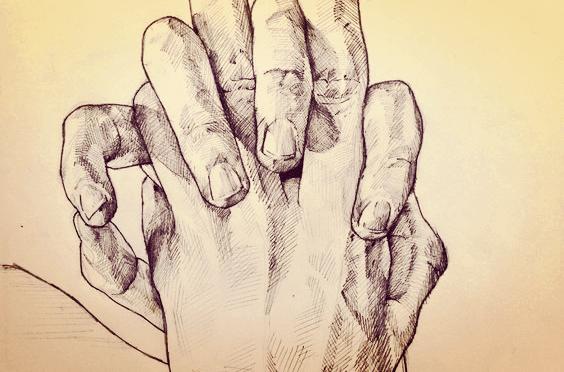 Deux mains aux doigts entrelacés