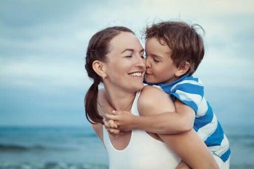 petit garçon et sa maman