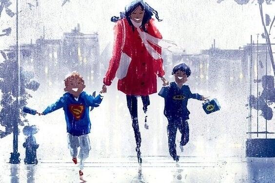 Maman court avec ses deux enfants