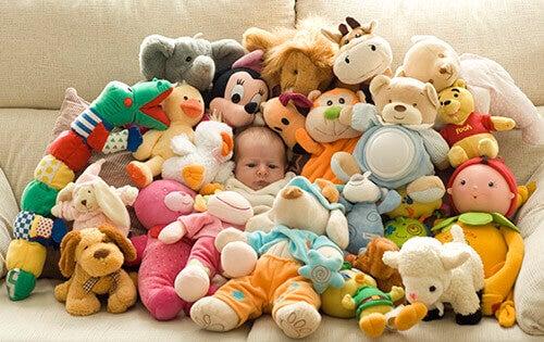 Pourquoi et comment offrir moins de cadeaux à un enfant