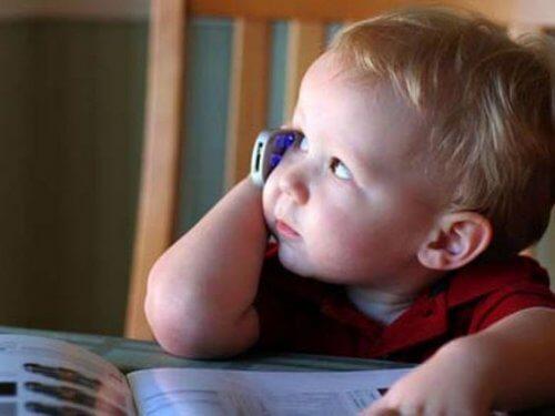 L'utilisation du portable peut retarder le développement du langage
