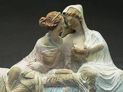 sculpture de deux femmes