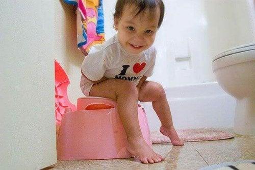 Comment apprendre à son enfant à aller sur le pot et à arrêter les couches ?