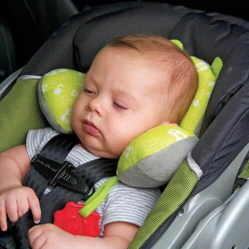 Il n'est pas pratique de coucher le bébé dans le siège auto