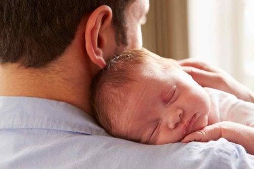Le bébé ne doit pas être privé d'affection.
