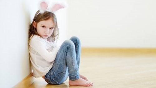 Une petite fille qui fait une colère