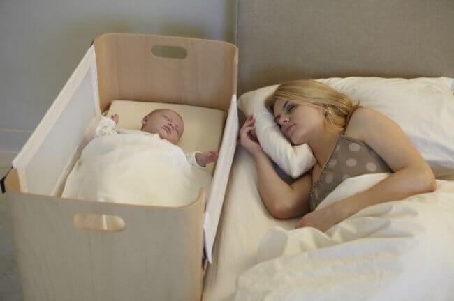 Dans quelle position les bébés doivent-ils dormir?