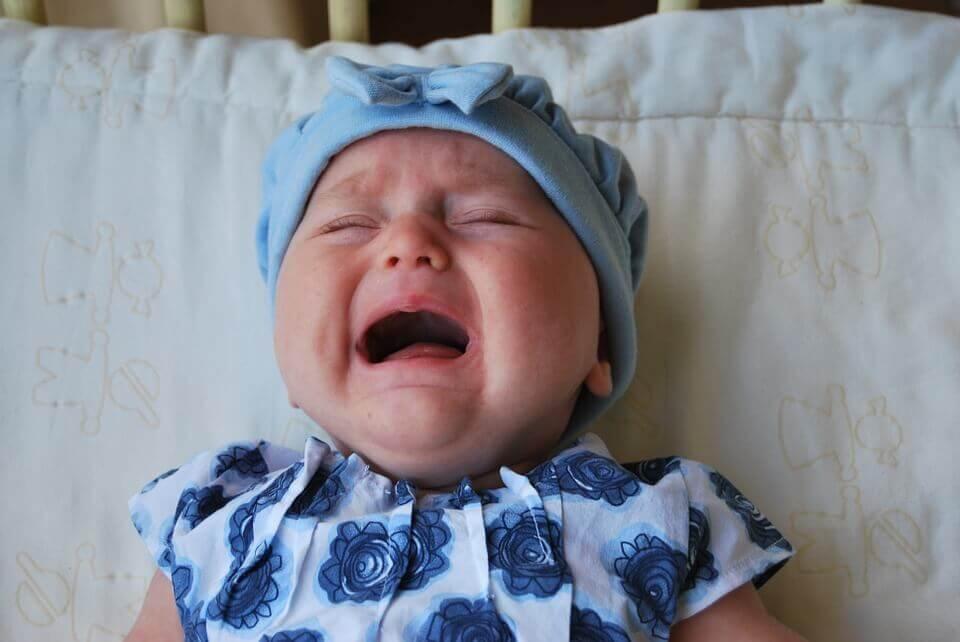 Pourquoi s'occuper du bébé quand il pleure ?