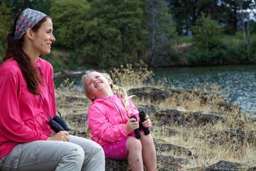 Une maman discute avec sa fille