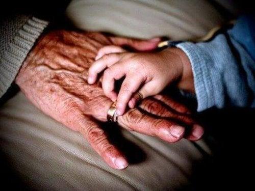 L'importance de la grand-mère maternelle pour l'enfant