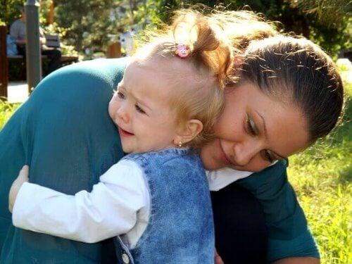 Pourquoi est-ce qu'il ne faut pas laisser les bébés pleurer ?