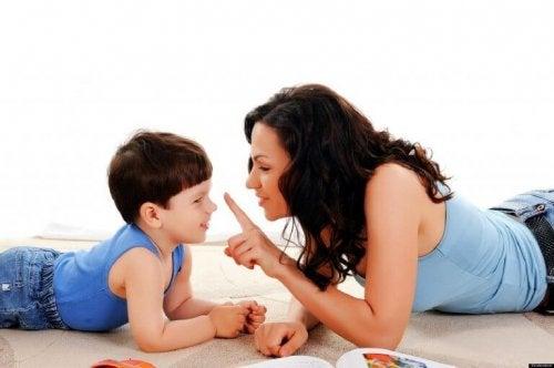 """Une mère qui dit """"non"""" à son enfant"""