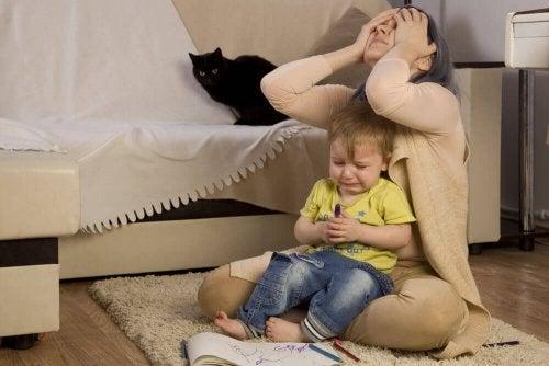 Pourquoi certains enfants se comportent mal avec maman ?