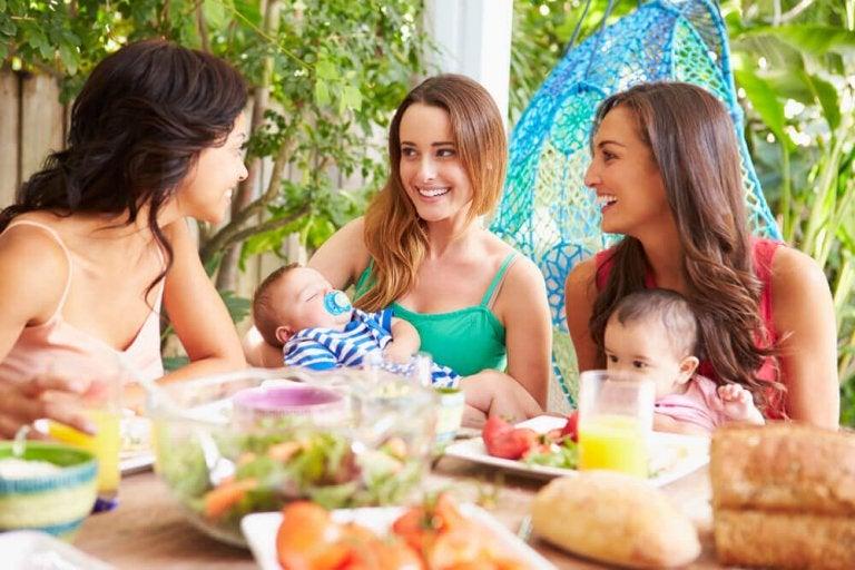 Non, la maternité ne vous enlève pas vos amis