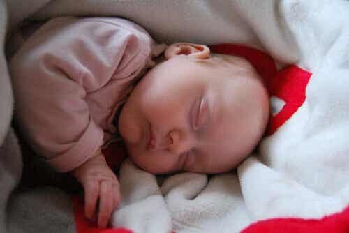 Qu'est-ce que la myoclonie du sommeil chez le bébé ?
