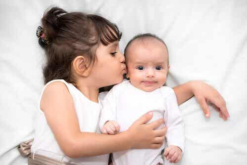 Comment accueillir un petit frère ou une petite sœur dans la sérénité ?