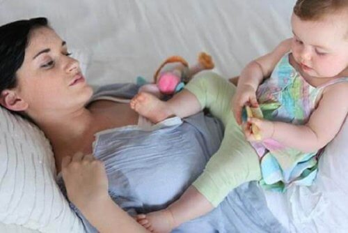 Les menstruations reprennent un cycle normal quatre mois après l'accouchement.
