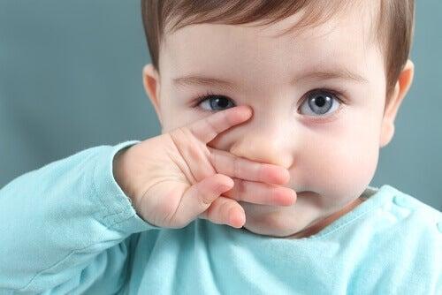 Enlever la morve de votre enfant est bon pour qu'il puisse respirer et ne s'étouffe pas