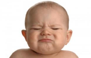 Des massages pour lutter contre la constipation de votre bébé
