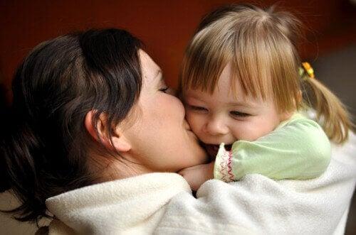 L'amour d'une mère guérit toutes les carences affectives des enfants.