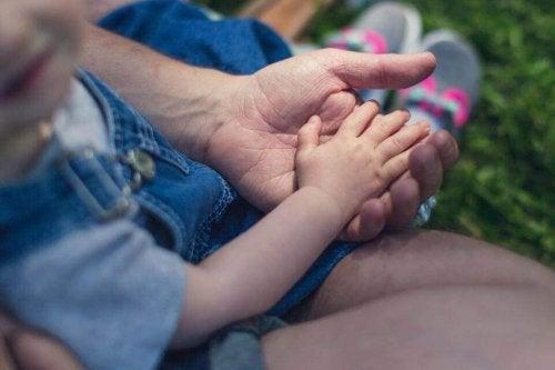 enfant avec son père
