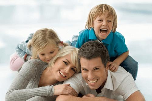 Un bon père doit savoir rire et s'amuser.