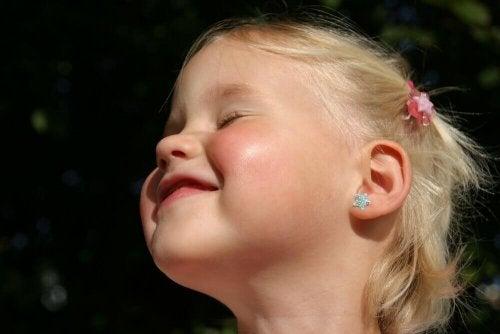 Faire percer les oreilles de votre bébé : ce que vous devez savoir