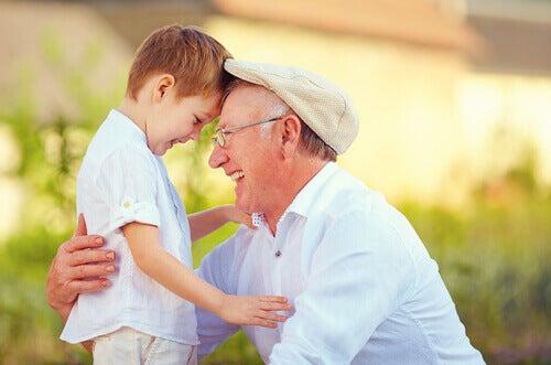 Mon grand-père est cette personne aux cheveux argentés et au coeur en or