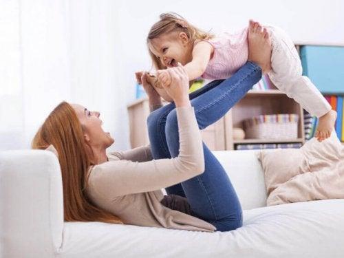 La marraine est un membre de la famille important pour un enfant