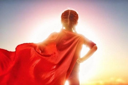 Une petite fille super héroine