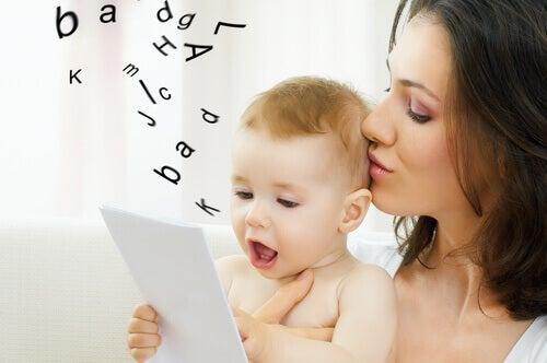 Activer la parole de votre enfant avec des exercices simples et amusants lui permet d'acquérir un large vocabulaire