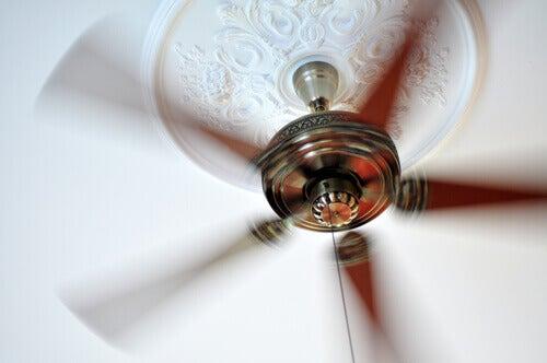 Le ventilateur émet également du bruit blanc.