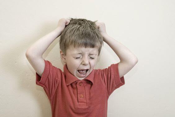 Les enfants désobéissants sont souvent le produit d'un modèle d'autorité de leurs parents