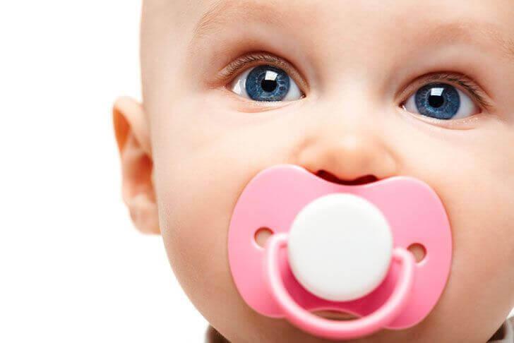 Des études scientifiques prouvent que la tétine n'endommage pas la dentition du bébé