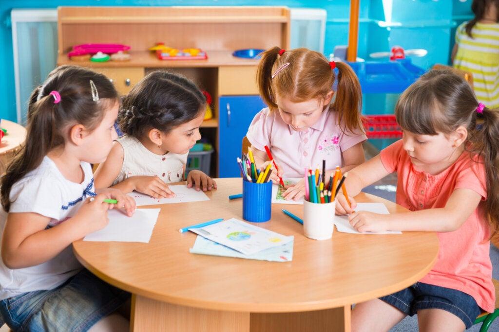 Les avantages d'amener les enfants à l'école avant l'âge de trois ans