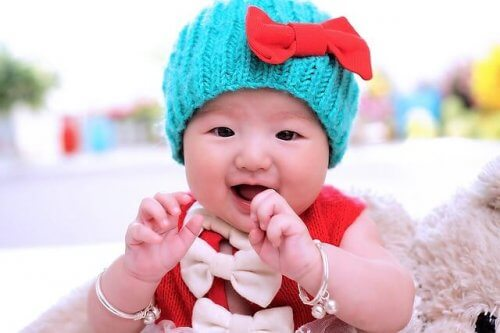 Chanter des chansons à son bébé contribue aussi au développement du langage.
