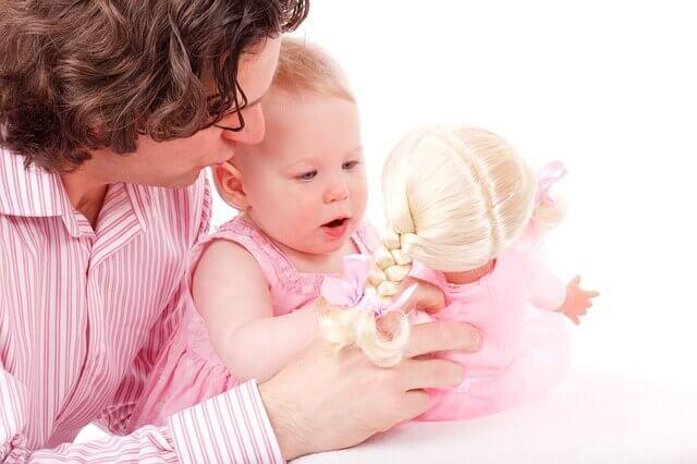Le père joue un rôle primordial dans le développement de ses enfants depuis la naissance jusqu'à l'âge adulte