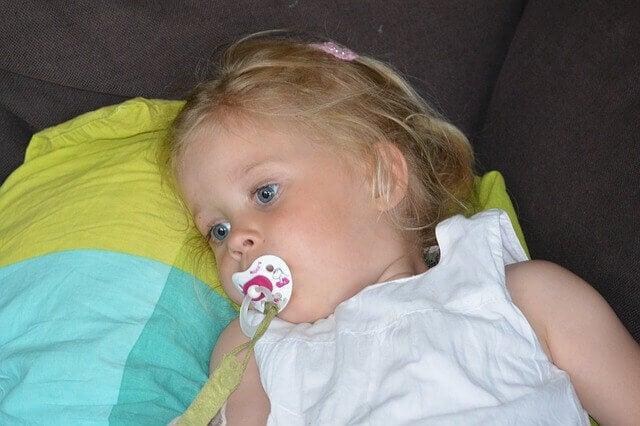 La tétine peut aider l'enfant à se calmer mais il existe aussi d'autres moyens d'apaisement