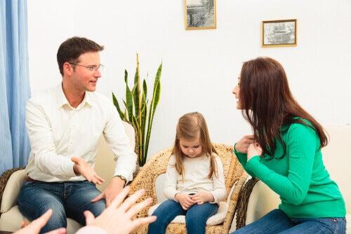 3 choses dont les parents ne devraient pas parler devant les enfants