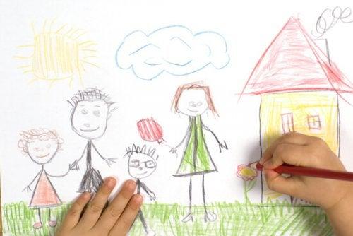 Avec un peu de créativité, on peut mettre en valeur les dessins de son enfant.