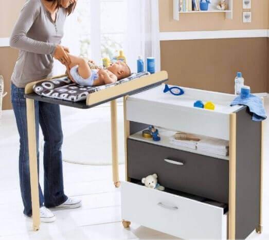 La table à langer est spécialement conçue pour le change