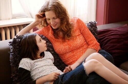 Avec un simple regard, vous pouvez montrer à votre enfant que vous l'aimez.