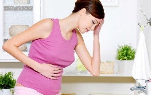 Les saignements vaginaux font partie des symptômes préoccupants.